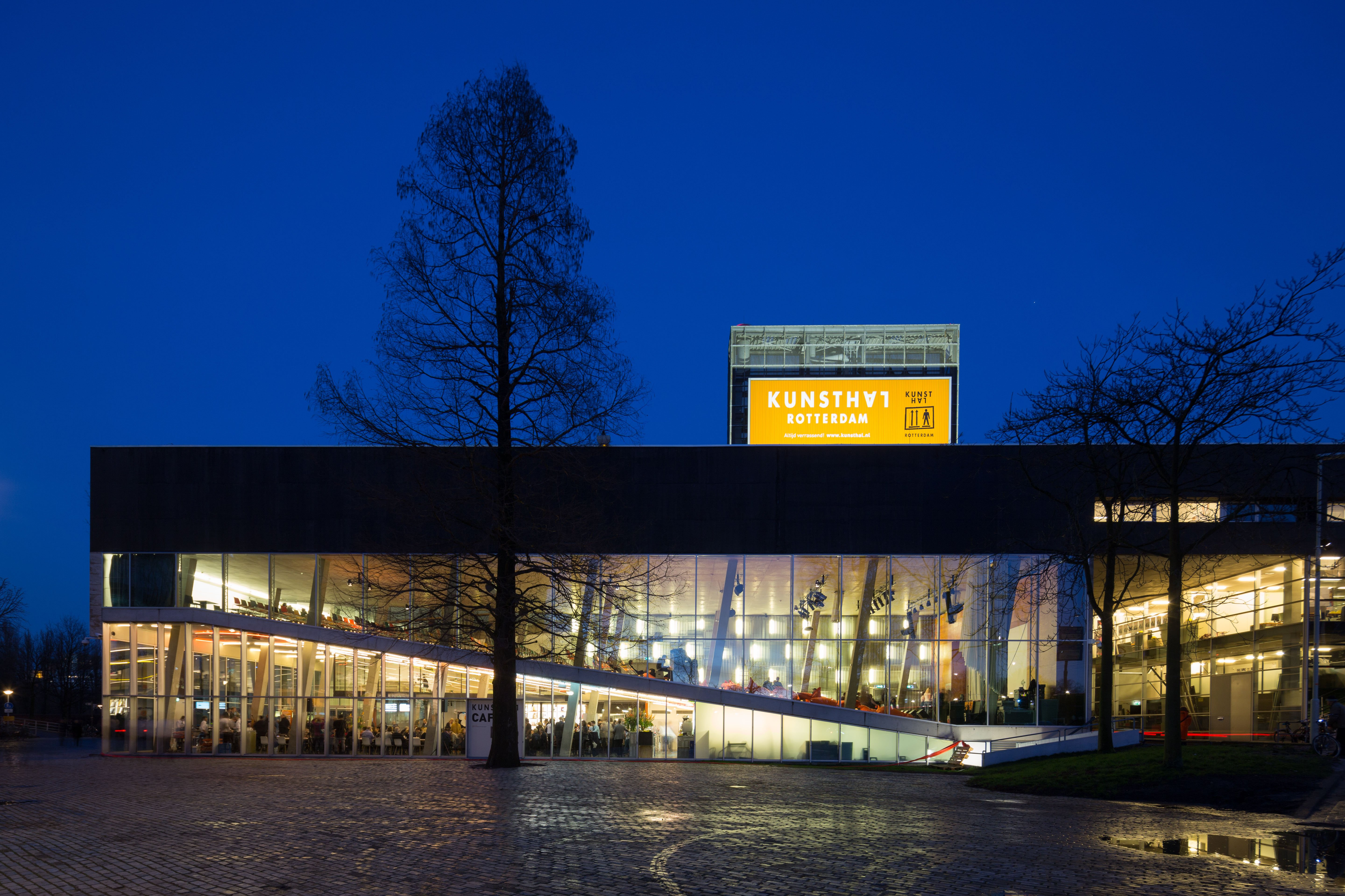 Kunsthal Rotterdam by night, foto Ossip van Duivenbode